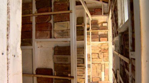_91967444_bricks_stacks